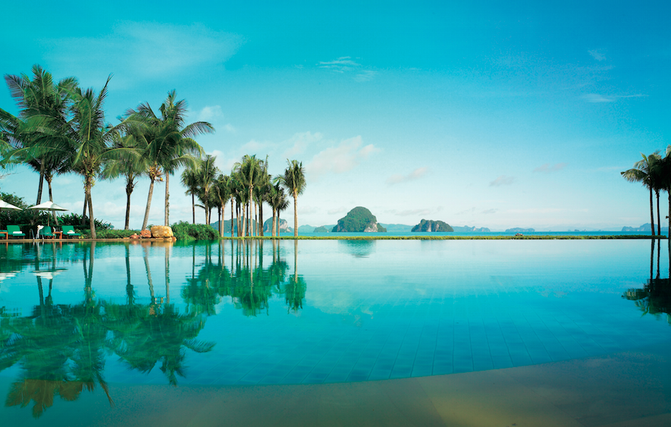Infinity pool at Phulay Bay on a Thailand honeymoon
